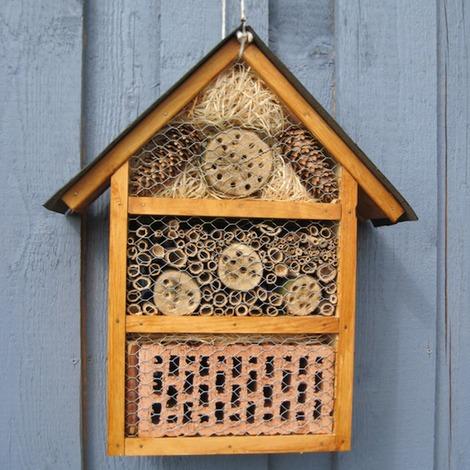 k sters garten und landschaftsbau neuss insektenhotel. Black Bedroom Furniture Sets. Home Design Ideas
